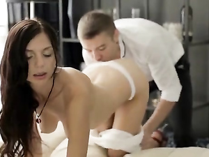 Teen Stunner Is Into Doggystyle Anal Sex